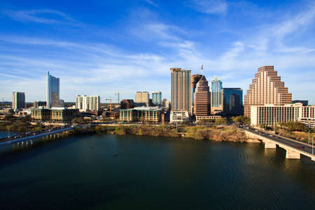 austin: einen sch�nen klaren Tag am See in der Innenstadt von Austin Texas Editorial