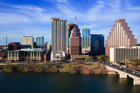 un buen día claro por el lago en el centro de Austin Texas