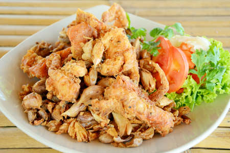 Fried soft shell crab with garlic
