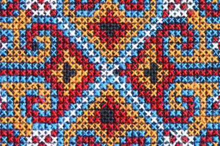 punto cruz: Bordados en punto cruz sobre lienzo