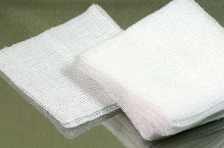 滅菌ガーゼのパッドのスタック 写真素材