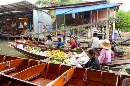 fruit trade: RATCHABURI, THAILAND - MARCH 22: Local peoples sell fruits, food and souvenirs at famous tourist attraction Damnoensaduak floating market on March 22, 2015 in Ratchaburi, Thailand.