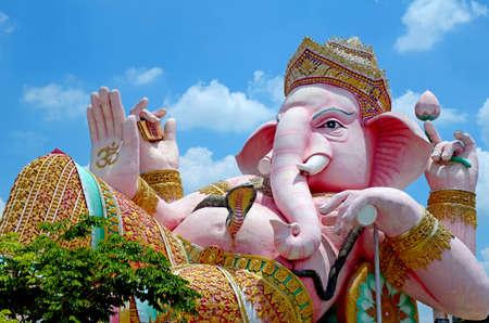 hinduism: Ganesha estatua del dios muy santo hinduismo. Foto de archivo