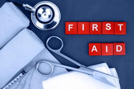 応急処置キット、医療供給、医療緊急事態。