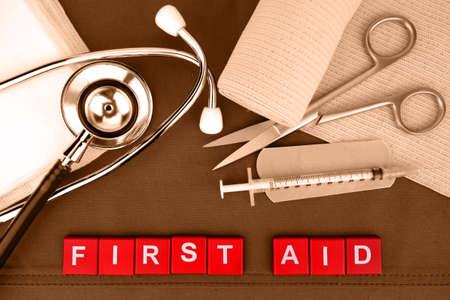 botiquin de primeros auxilios: Botiqu�n de primeros auxilios, suministros m�dicos, de Emergencias M�dicas.
