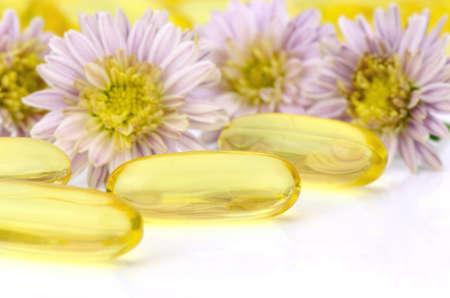 医薬品の製造でソフト ゼラチン カプセル使用の楕円形は、油性の薬とビタミン A、E、魚の油、月見草オイル、米納屋油および他の油性の薬剤のよう 写真素材