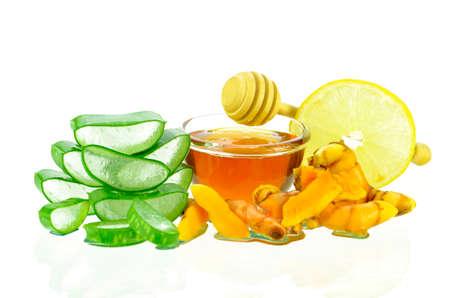 Tratamiento de la piel asiático de la naturaleza con gel de aloe vera, curmín, jugo de limón y miel.