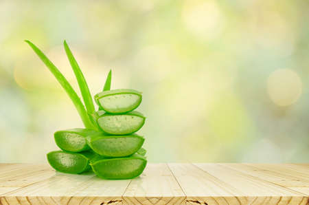 Aloe Vera on product display wood counter background. Banque d'images