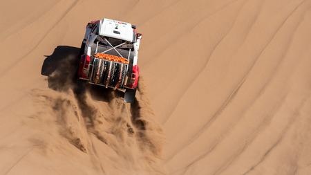 climbing sand dunes in Lut desert with a dakar edition race car Sajtókép