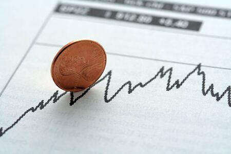 bullish: Magazzino grafico con tendenza al rialzo, simboleggiata con un penny