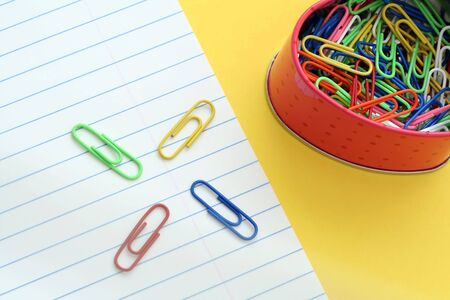 Paper clips and paper Stok Fotoğraf