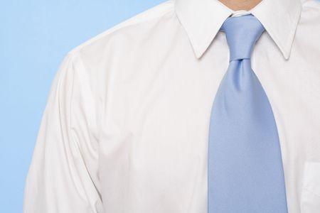形式的なビジネス摩耗と青いネクタイのビジネスマン