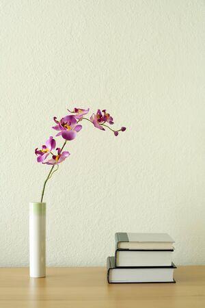 書籍や花、家の装飾の概念 写真素材