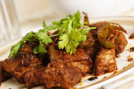 고기의: Pork spare ribs cooked with green pepper in black bean sauce