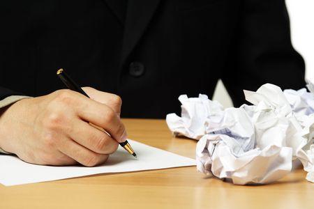 Un hombre de negocios escrito en una hoja de papel Foto de archivo