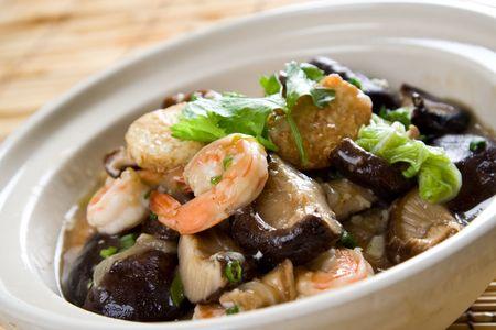 plat chinois: Un coup de casserole de fruits de mer, une nourriture traditionnelle chinoise