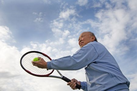 A shot of a senior asian man playing tennis 版權商用圖片 - 2851316
