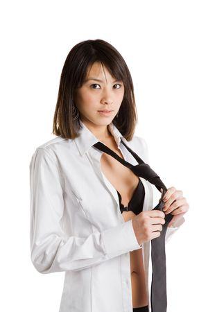 vistiendose: Un tiro aislado de un bello y sexy de Asia ni�a vestirse
