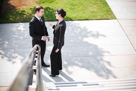 talking businessman: Una foto de dos personas de negocios que tengan una discusi�n al aire libre Foto de archivo