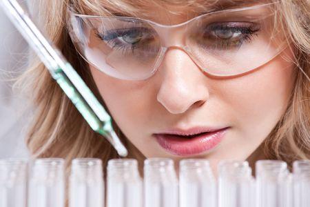 女性の科学者の分離のショット