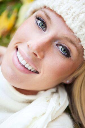 Ein Porträt des eine schöne Frau outdoor Standard-Bild - 5924984