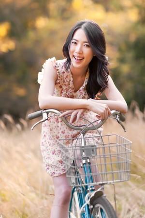 Een portret van een mooie Aziatische vrouw bui ten  Stockfoto