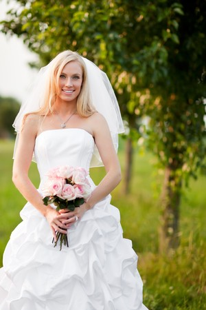 beautiful bride: A shot of a beautiful caucasian bride outdoor