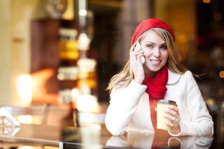 A shot of a beautiful caucasian woman talking on the phone at a cafe Archivio Fotografico