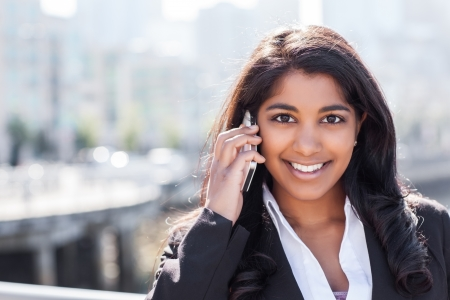 전화 야외 이야기 인도 사업가의 총 스톡 콘텐츠