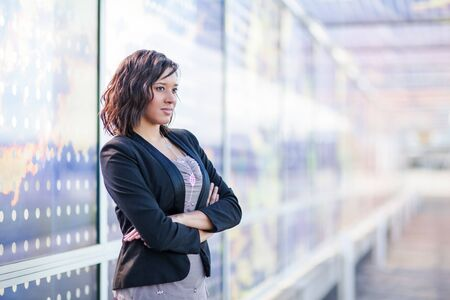 A shot of a African American businesswoman standing outdoor 版權商用圖片