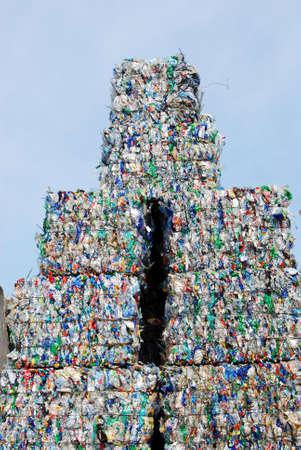 scrap trade: Shreddered pila di bottiglie di plastica