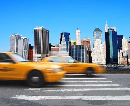 Yellow cabs in front of the Manhattan skyline in New York Banco de Imagens
