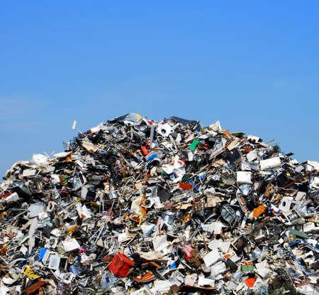 junkyard: Pila de residuos met�licos en un sitio de reciclaje  Foto de archivo