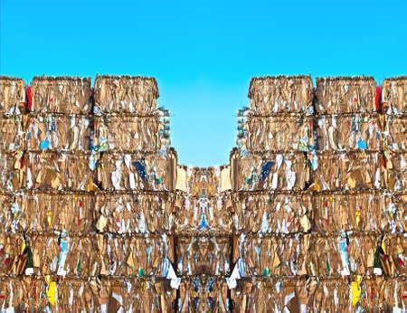 reciclaje papel: Pila de papel en un sitio de reciclaje Foto de archivo