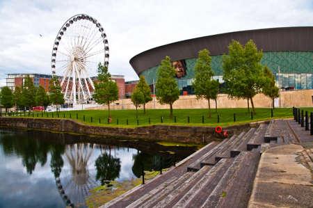echo: Ferris wheel and Echo Arena in Liverpool