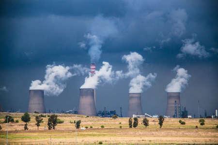 Koeltorens van een elektriciteitscentrale in Secunda in Zuid-Afrika Stockfoto