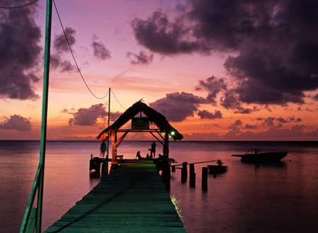 De steiger bij Pigeon Point bij zonsondergang, Tobago, Trinidad en Tobago, Caraïben, West-Indië Stockfoto