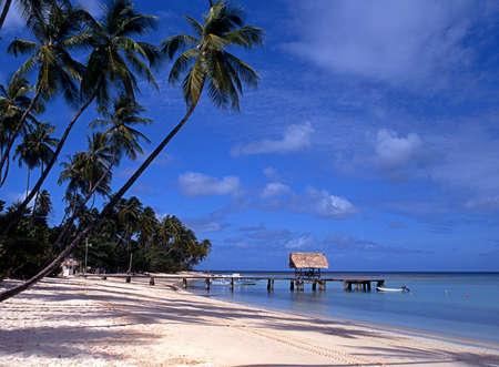 Uitzicht op het strand en aanlegsteiger, Pigeon Point, Tobago, Trinidad en Tobago, West-Indië, het Caribisch gebied