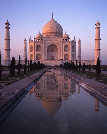 De Taj Mahal bij zonsondergang, Agra, India
