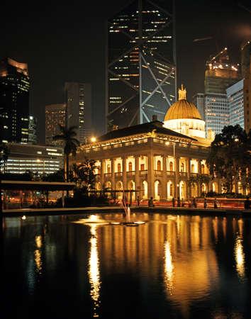De Raad gebouw in Statue Square 's nachts, Honk Kong Island, Hong Kong