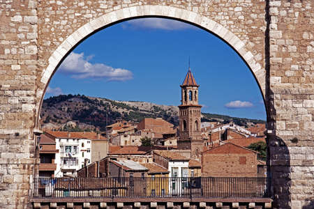 viaducts: View of the Los Arcos Aqueduct with town buildings to the rear, Teruel, Teruel Province, Aragon, Spain, Western Europe
