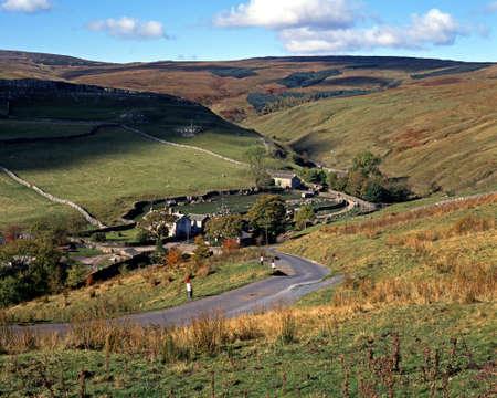 yorkshire dales: Ver a trav�s de tierras de cultivo y se cay�, Darnbrook, Yorkshire Dales, Inglaterra, Europa Occidental