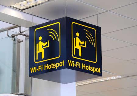 Wi-fi hotspot teken, East Midlands Airport, Leicestershire, Verenigd Koninkrijk, West-Europa. Stockfoto
