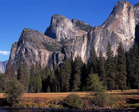 bridalveil fall: Bridalveil Fall and Cathedral Spires, Yosemite National Park, California, USA Stock Photo