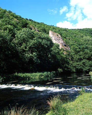 midlands: Rive Dove passing through a gorge, Dovedale, Derbyshire, England, UK, Western Europe  Stock Photo