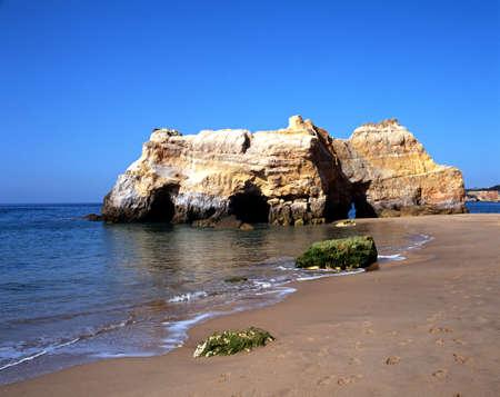 rocha: Shoreline with large rock, Praia da Rocha, Algarve, Portugal, Western Europe