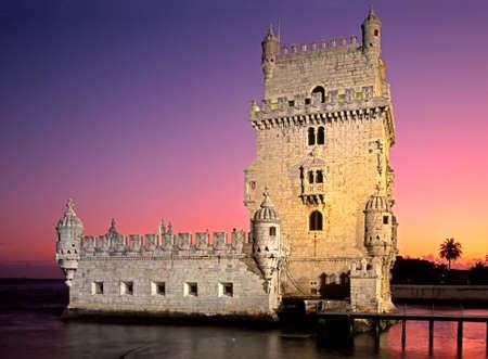 Lissabon, Portugal - Circa april, 1992 - Toren van Belem bij zonsondergang, Lissabon, Portugal, West-Europa
