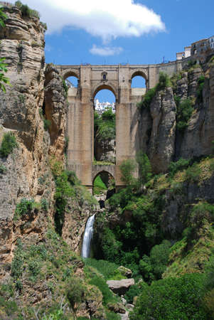 andalusien: Blick auf die Neue Br�cke c 1700 und Schlucht, Ronda, Andalusien, Westeuropa