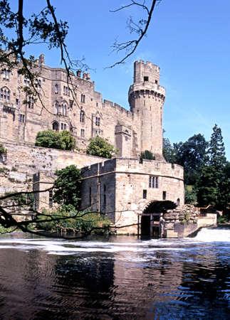 avon: Waterwheel on the side of Warwick Castle on the banks of the River Avon, Warwick, Warwickshire, England, UK, Western Europe
