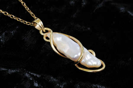 freshwater pearl: Baroque pearl pendant